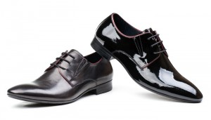 Patent leather oxford shoes should always be worn with a dinner jacket and bow tie for a black tie event